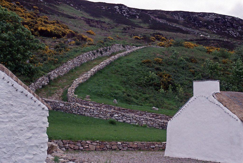 footpath-between-walls